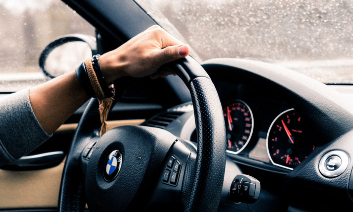 Co warto powtórzyć przed egzaminem na prawo jazdy?