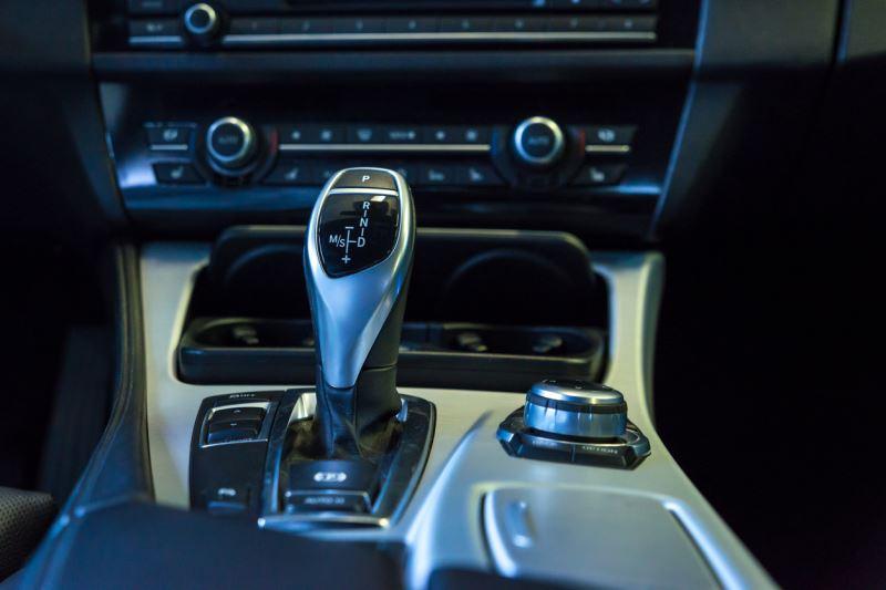 Jazda samochodem z automatyczną skrzynią biegów