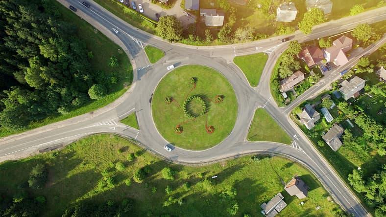Rondo turbinowe - czym jest i jak je bezpiecznie pokonać?