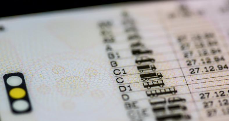 Jakimi pojazdami możesz kierować z klasycznym prawem jazdy?