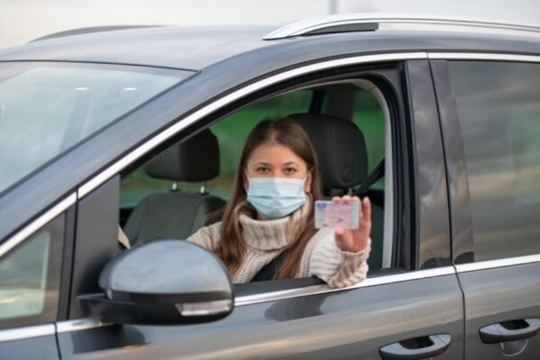 Jak wygląda kurs na prawo jazdy w czasie pandemii? Szkolenie możesz odbyć również zdalnie!