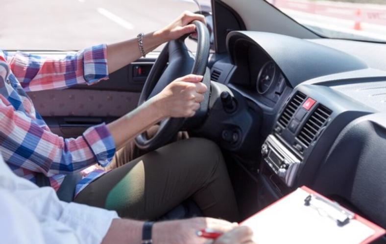 Jak zdobyć dofinansowanie do kursu na prawo jazdy? Skorzystaj z programu wsparcia!