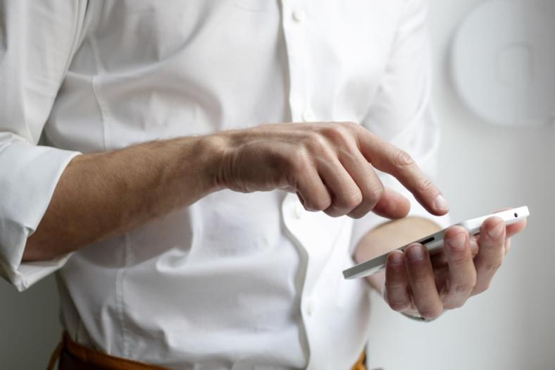 Jak dodać prawo jazdy do mObywatel? Korzystając z aplikacji, można mieć dokumenty zawsze pod ręką!
